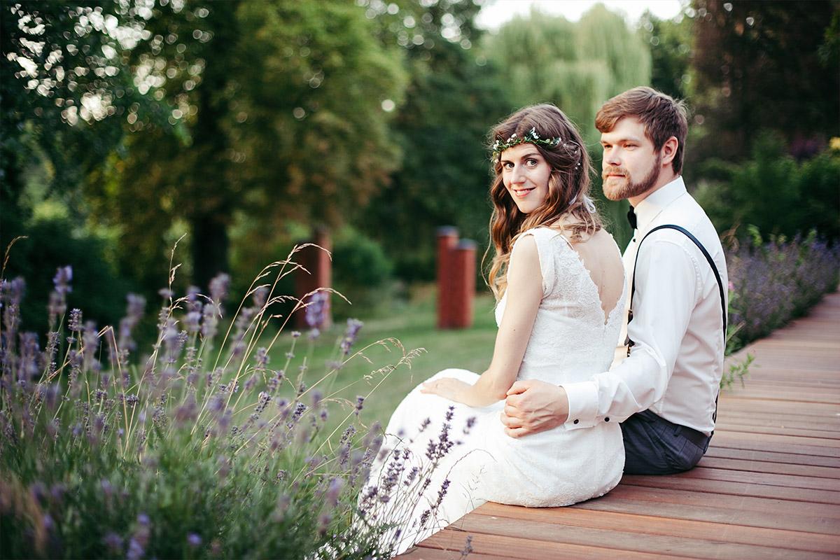 romantisches Brautpaarfoto aufgenommen von Hochzeitsfotograf im Landgut Stober Nauen © Hochzeitsfotograf Berlin www.hochzeitslicht.de