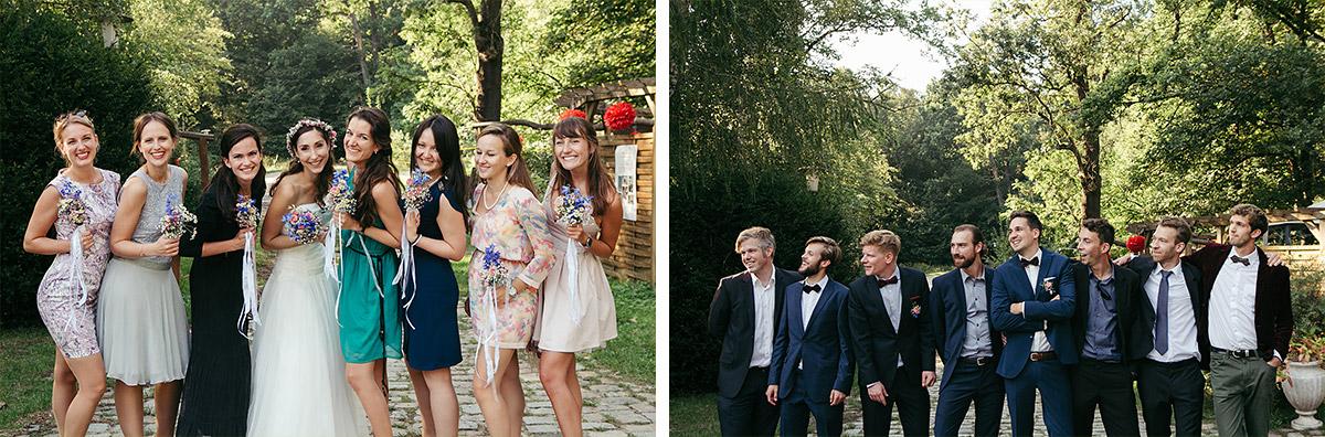 Hochzeitsfotos von Bräutigam mit best men und von Braut mit Brautjungfern entstanden bei Fotoshooting während Hochzeit im Haus Tornow am See © Hochzeitsfotograf Berlin www.hochzeitslicht.de