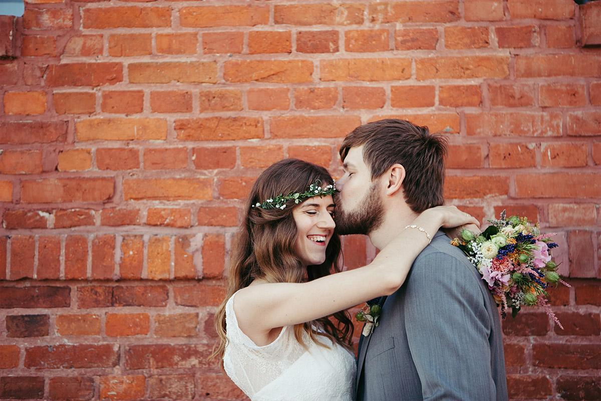 Hochzeitsfotos von Brautpaar bei Sommerhochzeit auf dem Landgut Stober in Groß Behnitz bei Berlin © Hochzeitsfotograf Berlin www.hochzeitslicht.de