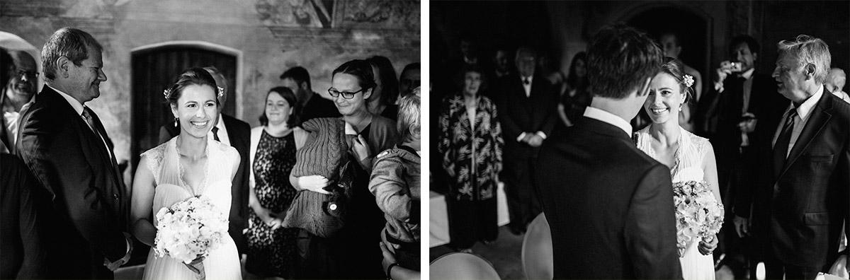 Hochzeitsfotos vom Einzug der Braut bei Schloss Neuhausen Hochzeit © Hochzeitsfotograf Berlin www.hochzeitslicht.de