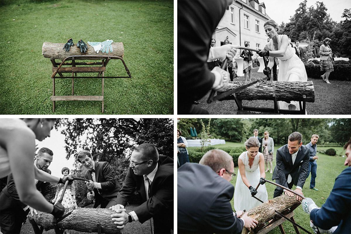 Hochzeitsreportagefotos von Baumstammsägen bei Schlosshochzeit in Schloss Neuhausen Prignitz © Hochzeitsfotograf Berlin www.hochzeitslicht.de
